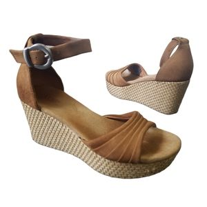 UGG Leanne WEDGE Sandals Brown/Tan size 6